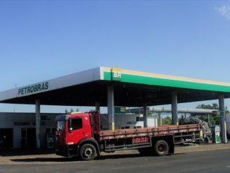Posto de combustíveis da Petrobrás na BR-343 [Imagem: Moacir Ximenes]