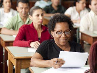 A Educação de Jovens e Adultos vem sofrendo duros ataques desde o impeachment da Presidenta Dilma Roussef em 2016, quando os recursos financeiros e humanos alocados nessas iniciativas foram drasticamente reduzidos. Foto: Reprodução