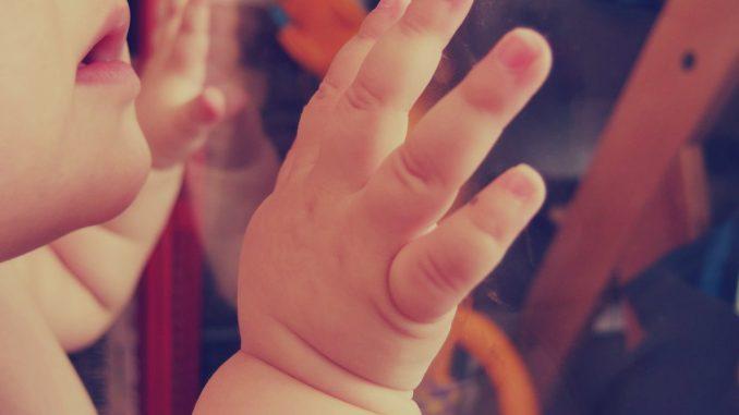 Mãos de bebês também apresentam comportamento ativo. [Imagem: LibreShot]