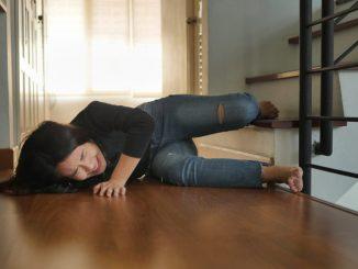 Portadores de Parkinson são severamente afetados por perturbações posturais no cotidiano. [Imagem: Shutterstock]